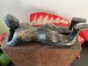 Afbeeldingen van Beeld liggende vrouw op sokkel
