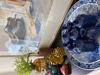 Afbeeldingen van Echt Delftsblauwbord van deze tijd gemaakt met handgemaakt vaasjes.